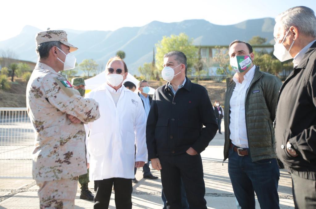 El gobernador Miguel Riquelme supervisó en Saltillo el arranque de vacunación al personal docente de la entidad. Foto: Especial